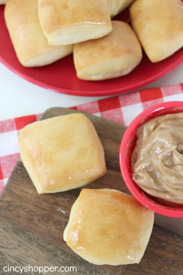 CopyCat-Texas-Roadhouse-Rolls-and-Butter-Recipe