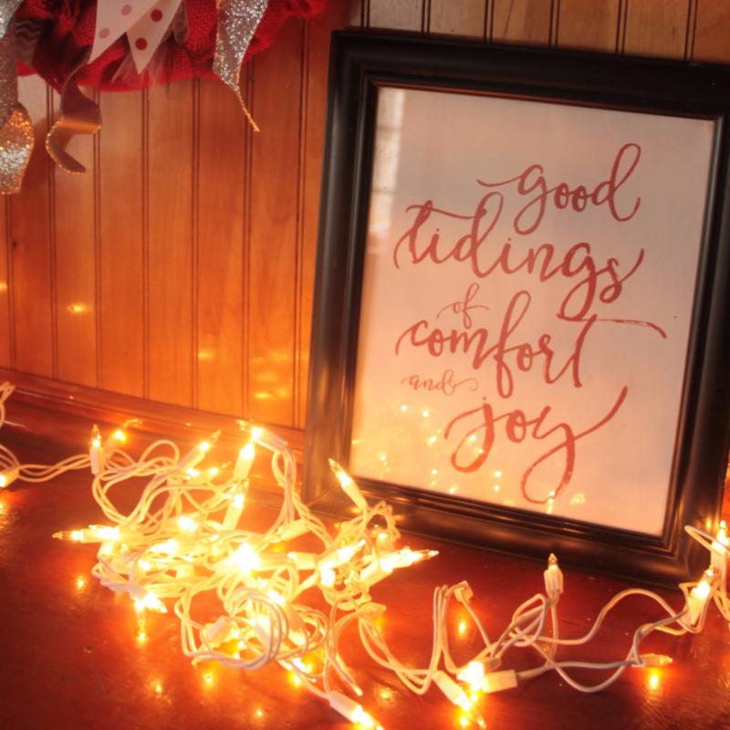 Looking for simple Christmas mantel ideas you can DIY?  Here's how to decorate for Christmas on the cheap!